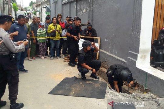Tim Gegana Polda DIY evakuasi 119 peluru aktif temuan warga