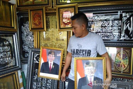 Pelantikan presiden, pedagang bingkai mulai jual foto Jokowi-Ma'ruf