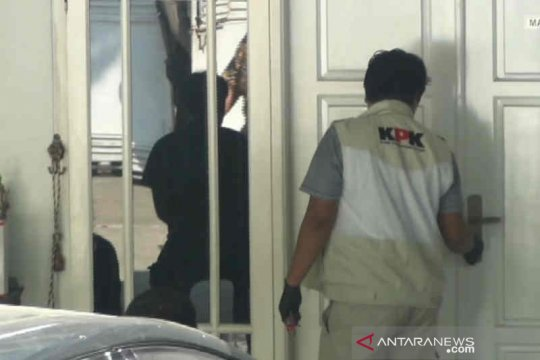 Rumah pribadi Bupati Indramayu digeledah KPK