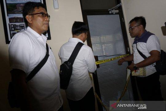 Penyidik memperpanjang penahanan tersangka korupsi rusun SNVT NTB