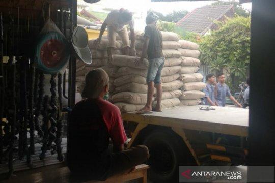 Pedagang jual semen mahal di NTB terancam sanksi cabut izin usaha