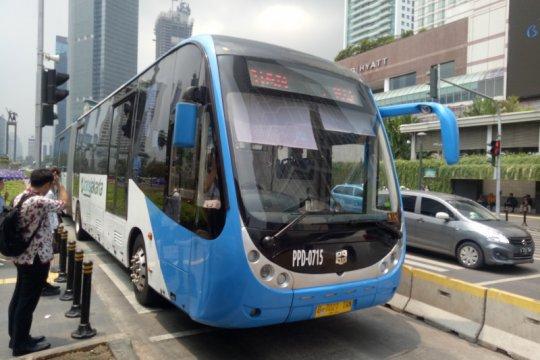Penumpang Transjakarta tak sadar bus baru Zhong Tong beroperasi