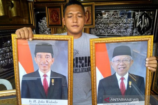 Bingkai foto presiden dan wapres dijual beragam versi di Jaksel