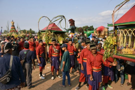 Ribuan masyarakat saksikan kirab budaya Saparan Bekakak di Sleman