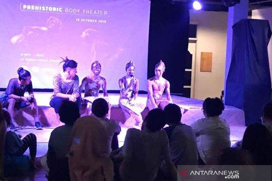 Konjen AS Surabaya dukung Prehistoric Body Theater ajari pemuda Bali
