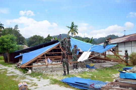 Gempa beruntun, tanah ambles di Pulau Nusalaut makin lebar