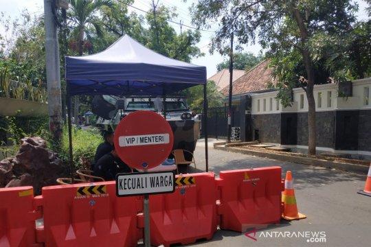 Jalan akses ke rumah Ma'ruf tertutup untuk umum