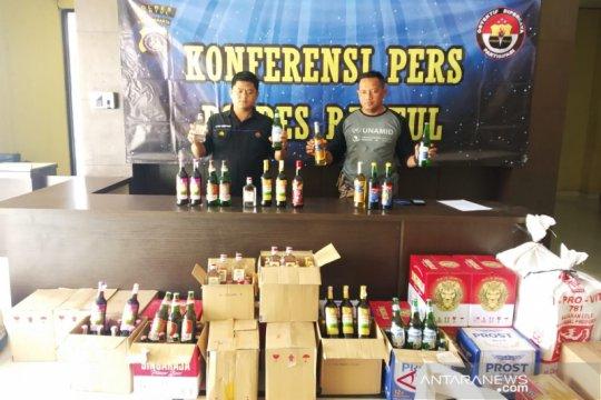 Polres Bantul menyita ratusan botol minuman keras
