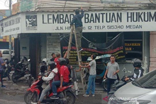 Kantor LBH Medan dilempar bom molotov