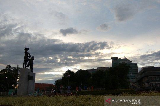 Hari ini, langit Jakarta didominasi berawan