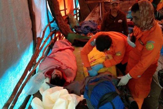 Proses evakuasi diupayakan SAR untuk pendaki di Gunung Marapi