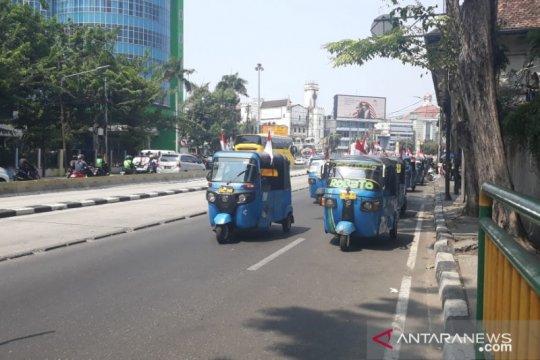 Pelantikan presiden, ratusan sopir bajaj relawan Jokowi-Ma'ruf konvoi
