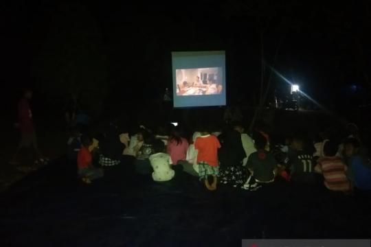 "Sane Sinema bawa ""Lima Elang"" ke lokasi pengungsian gempa Ambon"