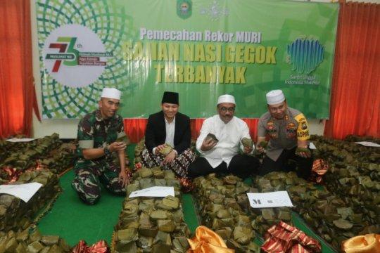 Muslimat NU Trenggalek pecahkan rekor MURI sajian nasi gegok terbanyak