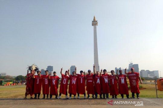 Pelantikan presiden, masyarakat pakai jubah unik sambut Jokowi