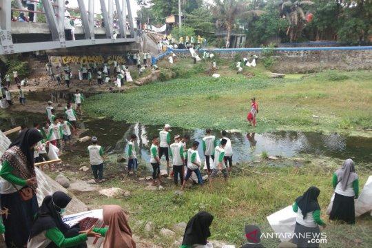 Ribuan santri di Bantul bersihkan Sungai Winongo