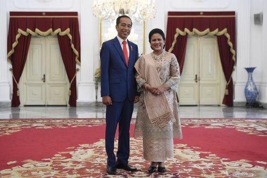 Presiden Jokowi dan Ibu Negara Iriana bersiap jelang acara pelantikan presiden dan wapres