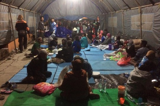 Satu tewas dan seribuan warga Kota Batu mengungsi akibat angin kencang