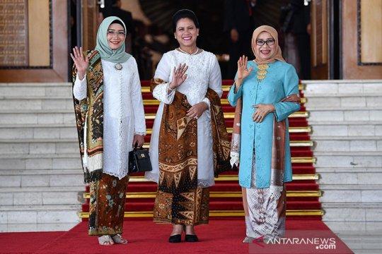 """Makna batik """"Tambal Pamiluto"""" yang dikenakan Iriana Jokowi"""