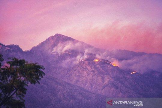 Pendakian Gunung Rinjani Lombok ditutup akibat kebakaran hutan