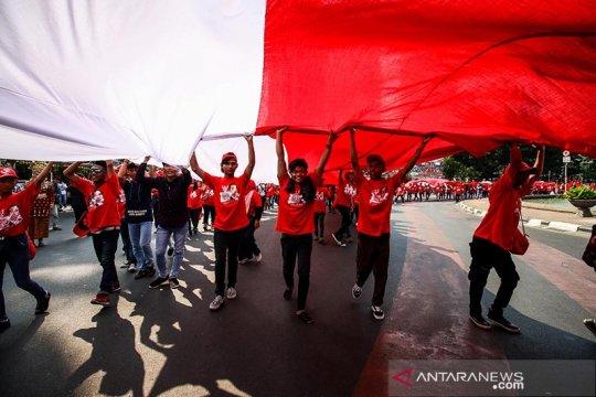 Pelantikan presiden, relawan bentangkan Bendera Merah Putih 200 meter