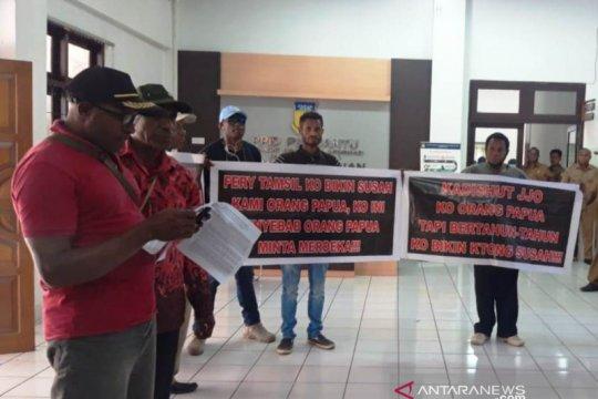 Masyarakat adat protes ke Dinas Kehutanan Papua