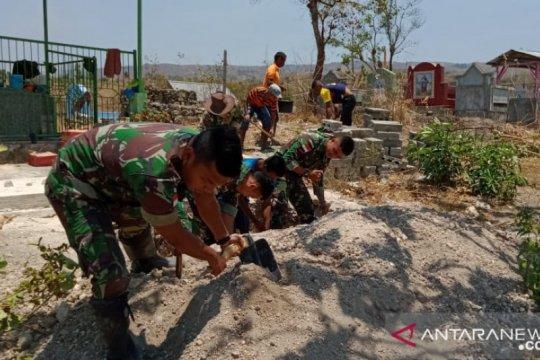 Di perbatasan RI-TL, Satgas Pamtas bantu pindahkan makam warga