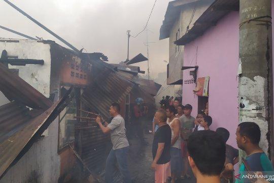 17.00 WIB kebakaran di Jalan Sentosa Lama Medan, puluhan rumah hangus