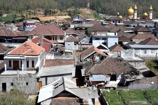Bencana angin puting beliung di Batu Malang