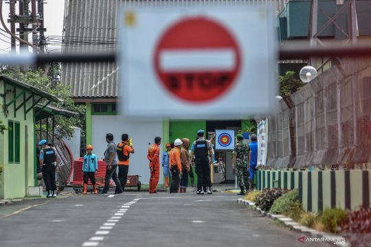Penggeledahan ruang kerja terduga teroris di gardu induk PLN Tasikmalaya