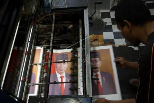 Produksi cetakan foto Presiden Joko Widodo Page 1 Small