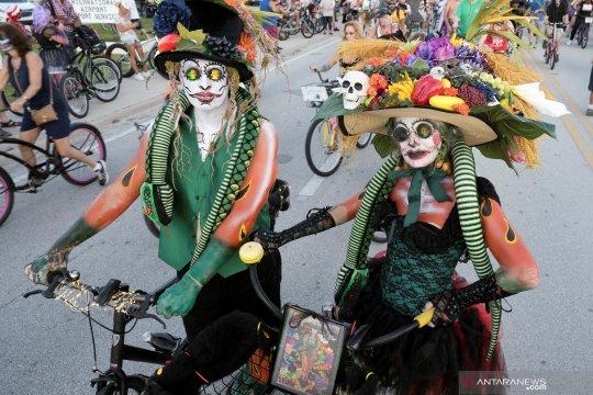 Ketika zombie pawai sepeda di jalanan Amerika