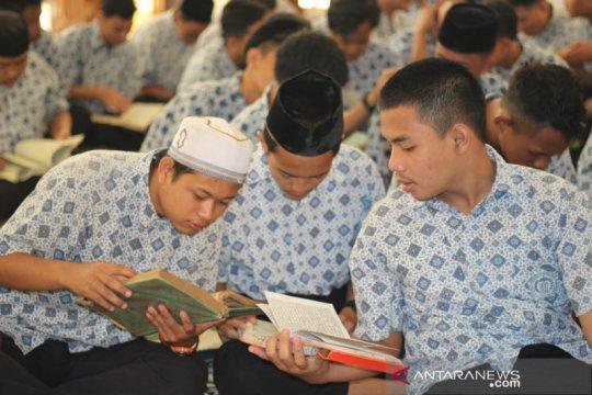 Pengamat: Pesantren berperan penting ajarkan Islam rahmatan lil alamin