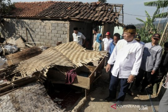 Bupati imbau warga waspada angin kencang di Kabupaten Bandung