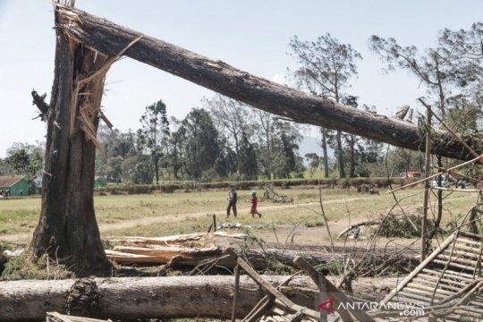 Pemkab Bandung siapkan bantuan untuk korban angin kencang