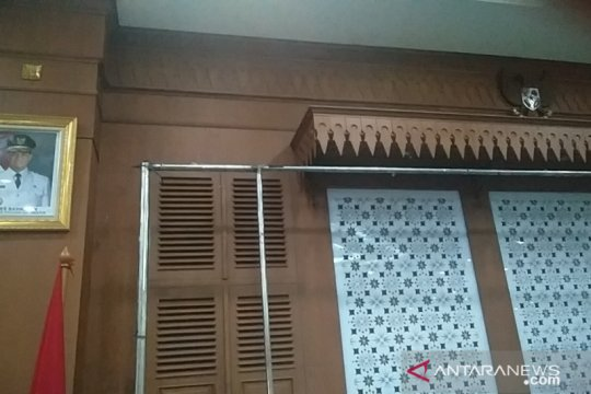 Kantor Wali Kota Jakarta Barat belum pasang foto presiden dan wapres