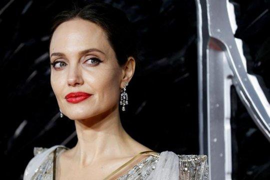 Angelina Jolie sumbang bocah penjual limun untuk Yaman