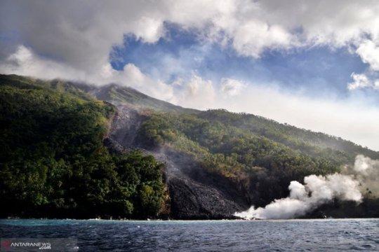 Masyarakat waspadai awan panas guguran dari Gunung Karangetang
