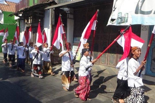 Hari Santri di Kudus diwarnai dengan kirab 22 bendera merah putih