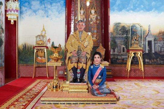 Raja Thailand mencopot gelar selirnya karena