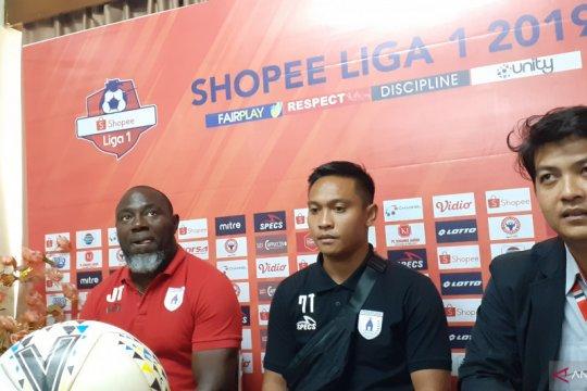 Jacksen F Tiago puji kualitas rumput Stadion Haji Salim