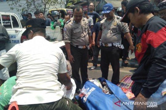 Pengendara motor tewas akibat tabrakan dengan truk tanah