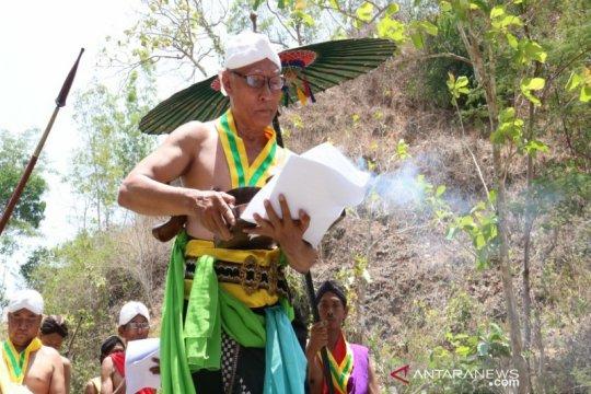 Masyarakat Kulon Progo menggelar