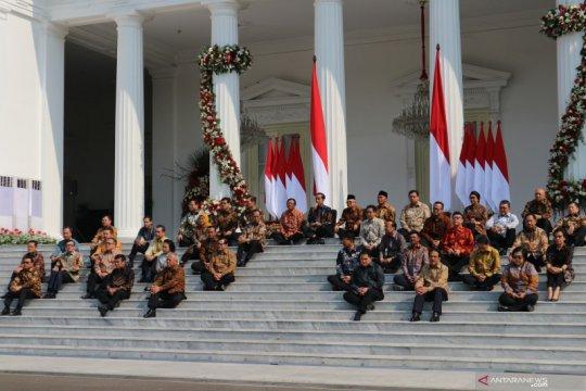Pesan Jokowi ke para menteri, dari deradikalisasi sampai sepak bola