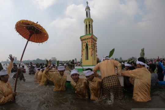 Festival mandi Safar di Jambi