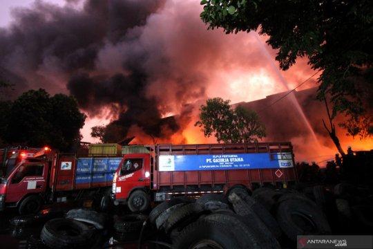 Kebakaran gudang di Surabaya