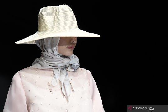 Buttonscarves x Jenna & Kaia tampil di Jakarta Fashion Week 2020