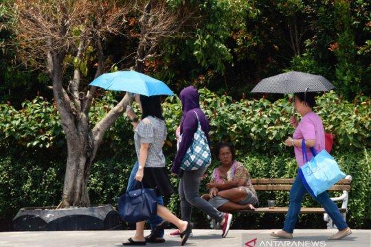 Cuaca cerah berawan warnai Jakarta hari ini