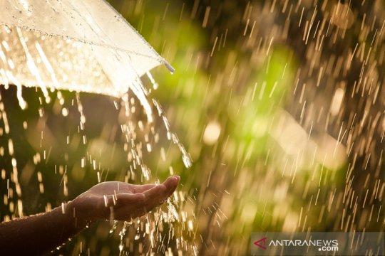 Hujan lebat diprakirakan guyur sebagian Sumatera, Kalimantan, Papua