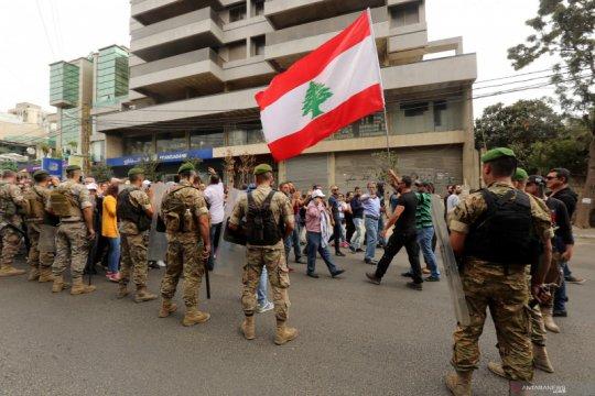 Bank di Lebanon kembali buka setelah dua minggu demonstrasi